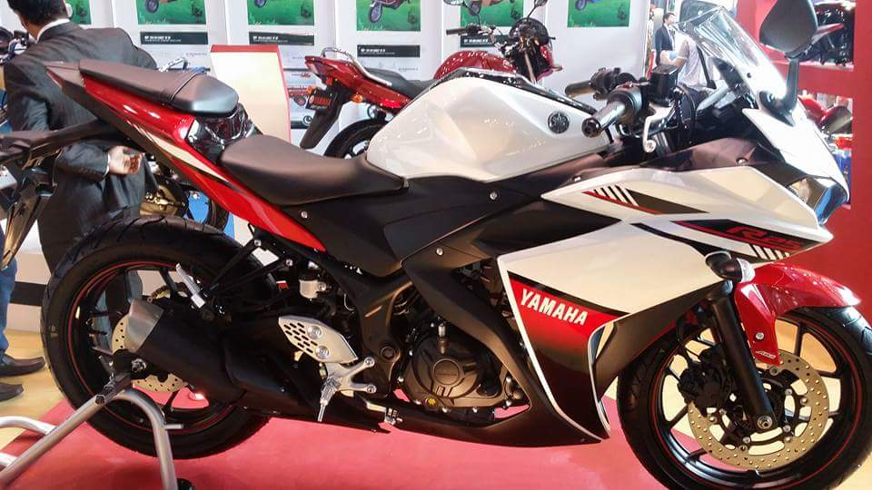 Yamaha r25 2018 model 250cc bike price specifications for Yamaha motorcycle store near me